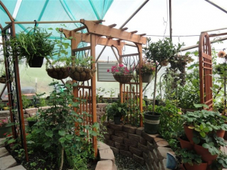 001-year-round-greenhouses-33-kleobold