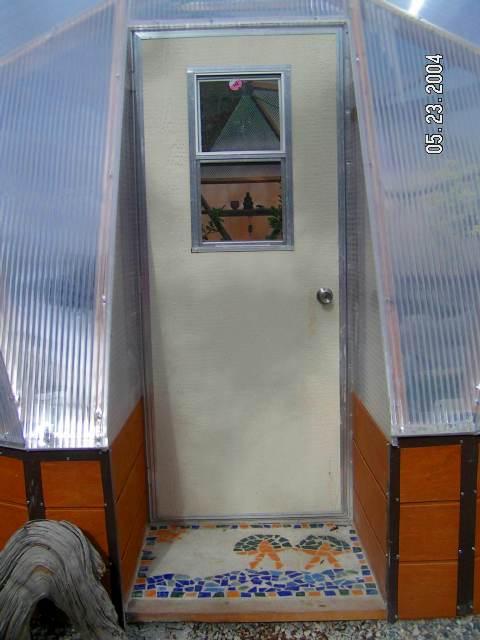 Door-wit-Mosaic-Step
