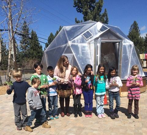 teachers-kids-plants-and-dome-web