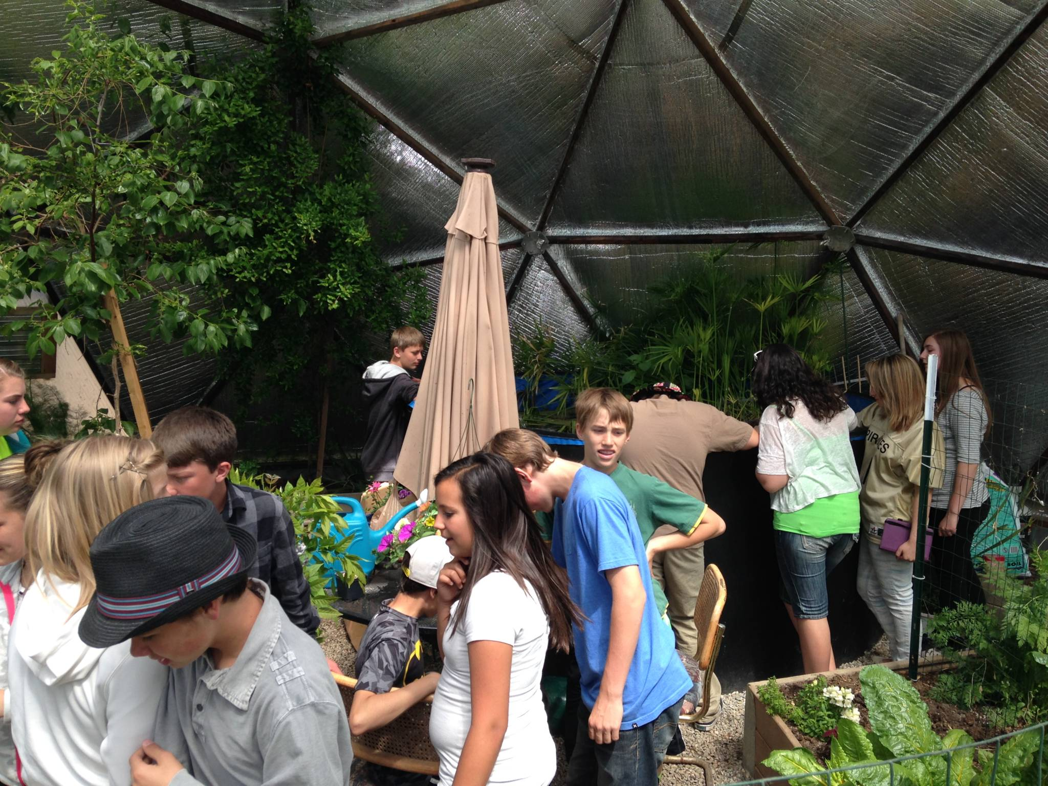 009-community-greenhouse-33-growingspaces-2